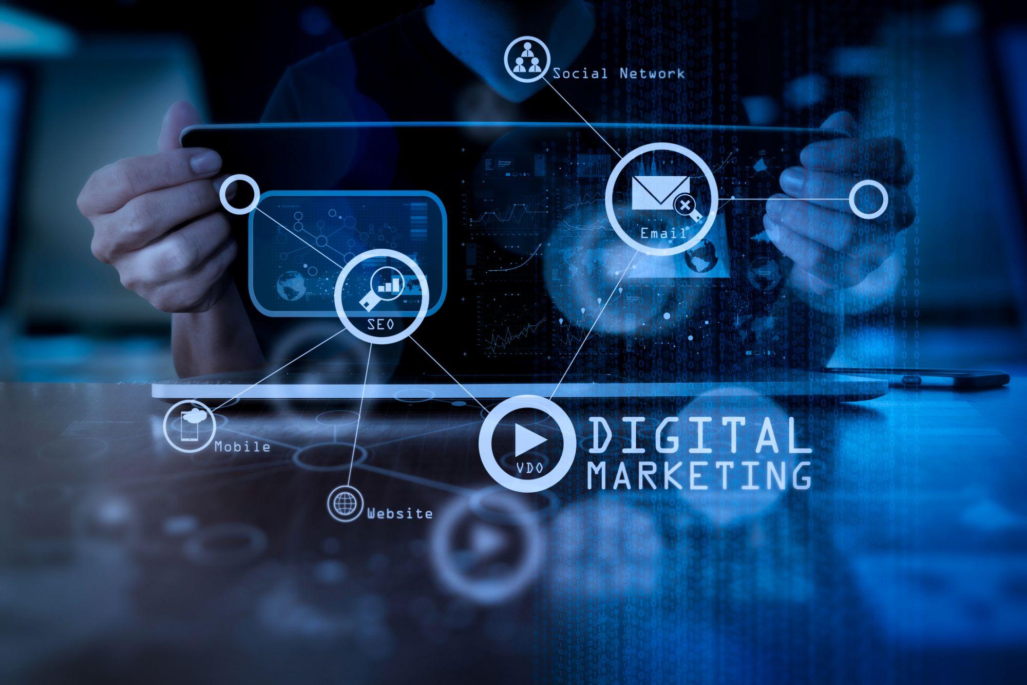 استراتژی دیجیتال مارکتینگ به کمک مدل بازاریابی RACE